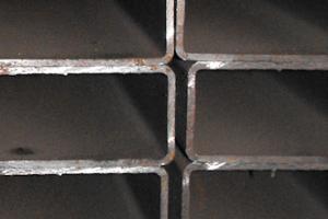 Tubo estrutural rectangular laminado a frio